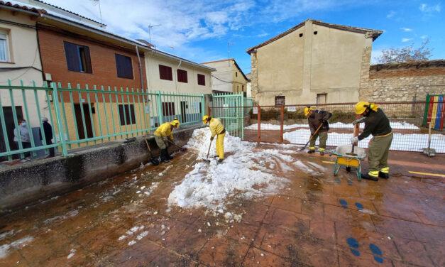 Accesos exteriores e interiores al CEIP Cardenal Cisneros y Escuela Infantil prácticamente despejados