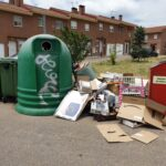 Aspecto de los contenedores situados en la Avenida de Madrid