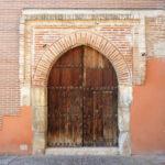 ¿Sabes que bajo esta puerta se puede encontrar parte de la historia del pueblo judío?